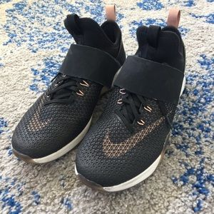 Nike HIIT trainer sneakers rose gold black 8.5